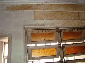 Situação do teto e paredes da cozinha, antes da reforma.