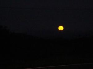 Em noite de apagão,a Lua não apareceu,ficamos no breu na noite.