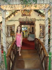 Decoração de Natal do Shopping Parque Balneáreo,Bruninha na Casa do Papai Noel.