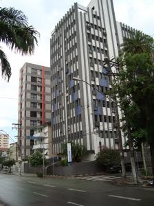 A  Av. Ana Costa, concentra hoje o maior números de clínicas e laboratórios da cidade.