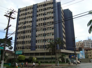 A  Av. Ana Costa X Rua Augusto Paulino, Conjunto comercial  vertical.
