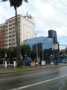 Av. Ana Costa X Rua Carvalho de Mendonça, a moderníssima Agência.da Caixa.Ecônomica Federal.