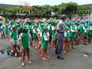 Formação dos pelotões durante a solenidade do Recreio de Férias 2010.
