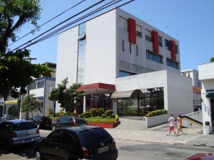 Hospital Santo Expedito ou APAS. Rua Carvalho de Mendonça,333,no Campo Grande. Este moderno Hospital,atende policiais militares de toda a baixada santista e seus familiares