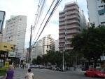 Visão da Rua Marechal Deodoro para quem observa na direção da Praça da Independência.