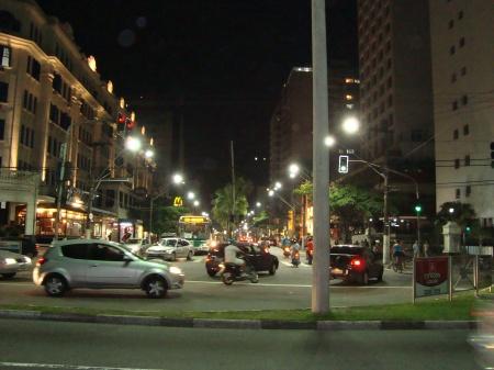 Visão da Avenida Ana Costa,no coração do Gonzaga.