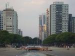 Visão da Avenida Bernardino de Campos, para quem observa da praia.