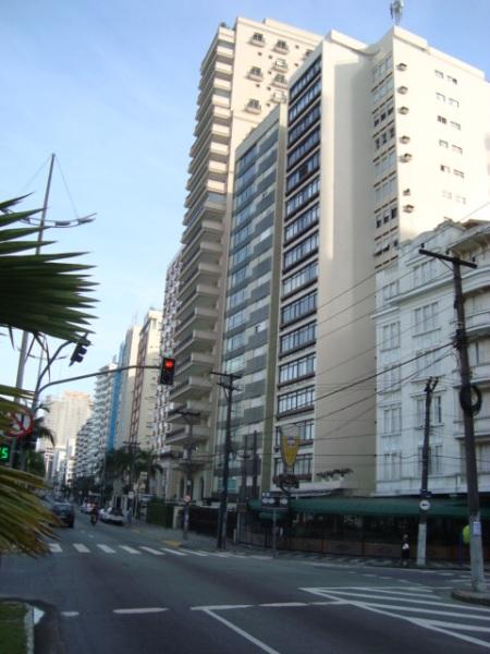 Avenida Vicente de Carvalho,para quem observa do Canal 03 em direção a Avenida Ana Costa.