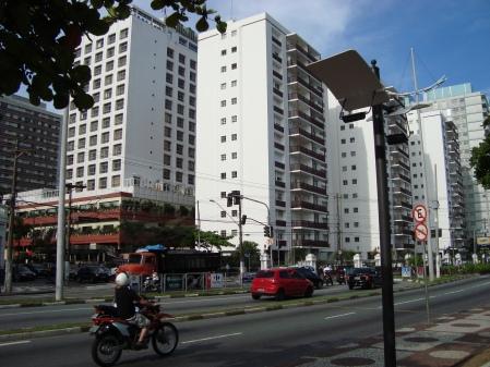 O conjunto de condomínios vertical,junto com o Hotel Holliday Inn e Shopping Parque Balneáreo,completa o conjunto de edificações que substituiram o Antigo Parque Balneáreo.