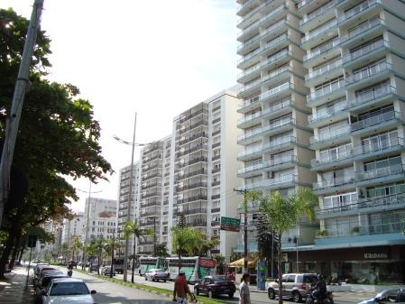 Avenida Vicente de Carvalho imediações da Avenida Ana Costa.