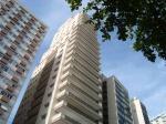 As modernas construções verticais da Avenida Vicente de Carvalho.